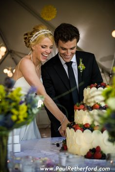 Love this wedding cake image from the inn at stonecliffe on mackinac island!  Cake by Bella E Dolce.  Wedding hair by the Inn at Stonecliffe salon.  Photography by Paul Retherford