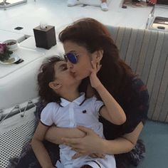 10 Pictures of Aishwarya Rai Bachchan and Aaradhya Bachchan Sharing Adorable Moments
