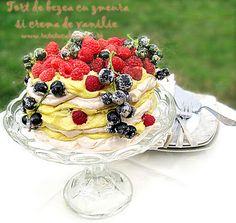 Tort de bezea cu zmeura si crema de vanilie   Retete ca la mama Romanian Desserts, Sweet Tarts, Pastry Chef, Love Is Sweet, Meringue, Sweet Recipes, Acai Bowl, Waffles, Raspberry