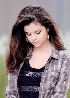 Image about style in Selena Gomez by Kami on We Heart It Justin Bieber, Selena Gomez, We Heart It, Celebrities, Pretty, People, Outfits, Beautiful, Women