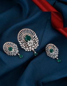 Gold Earrings Designs, Gold Jewellery Design, Necklace Designs, Gold Jewelry, Diamond Jewelry, Jewelry Art, Pendant Set, Pendant Design, American Diamond Jewellery