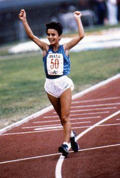 L'Olimpico in piedi per Anna Rita Sidoti: azzurri di ieri e di oggi marciano in omaggio a una grande donna #GRAZIE