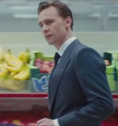 Tom Hiddleston as Dr Laing. Image from the trailer of High-Rise. Source: http://precursorpress.tumblr.com/post/128362903967/guess-what-i-caught-a-quick-glimpse-of-a-sign-of Full size image: http://i.imgbox.com/ModXZUBl.jpg