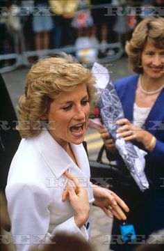 25 MAY 1989 PRINCESS DIANA VISITS AYLESBURY COLLEGE AND OPENS BUTLIN NURSING HOME INBLETCHLEY
