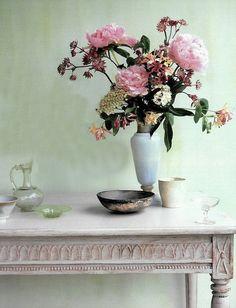 Emily Henderson — Stylist - BLOG - Easy and stylish FlowerArranging