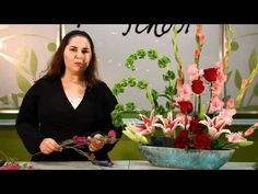 Perfect for longer tables and consoles, landscape arrangements are designed with taller flowers set in the background and shorter flowers in the forefront. Learn how to make your own landscape design now!    www.fieldofflowers.com    Video Provided By: Park Avenue Party Productions  www.parkavenueparty.com