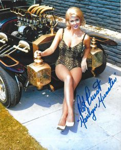 Pat Priest - The Munsters signed photo Munsters Tv Show, The Munsters, Munsters Grandpa, La Familia Munster, Classic Tv, Classic Cars, Classic Beauty, Vespa, Marilyn Munster