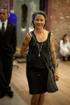 >> We caught up with jewelry designer Anna Sheffield at last night's Creatures of Comfort Fashion's Night Out event, where she told us not only why she Older Women With Tattoos, Beautiful Tattoos For Women, Fashion Night, Love Fashion, Fashion Beauty, Beauty Style, Anna Sheffield, Grey Stuff, Black And Grey Tattoos