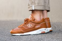 """On-Foot: New Balance 1500 """"Tan"""" Made in England - EU Kicks: Sneaker Magazine Sneakers Shoes, Best Sneakers, Sneakers Fashion, Men's Shoes, Fashion Shoes, Shoe Boots, Sneaker Magazine, New Balance Sneakers, Running Shoes For Men"""