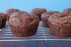 Oil-Free Chocolate Zucchini Walnut Muffins — Oh She Glows Zucchini Cupcakes, Chocolate Zucchini Muffins, Vegan Muffins, Muffin Recipes, Baking Recipes, Dessert Recipes, Breakfast Recipes, Vegan Chocolate, Chocolate Desserts