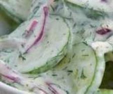 Rezept Gurkensalat mit feinem Sahne-Dressing von Fett-For-Fun-Thermi - Rezept der Kategorie Vorspeisen/Salate
