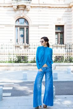 http://pictures.thegoldendiamonds.com/wp-content/uploads/2015/06/doina-ciobanu-guess-flare-jeans.jpg