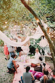 Bohemian backyard baby shower by Sunshine Charlie | 100 Layer Cakelet #boho #babyshower #dreamcatcher
