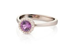 Daniel Moesker ring from the gem a trois series set with a lavender Sapphire from Sri Lanka in 18karat pink and white gold surrounded by pave diamonds !