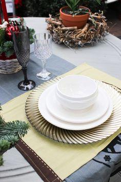 Idea de la decoración de mesa para una fiesta, mezclando colores.