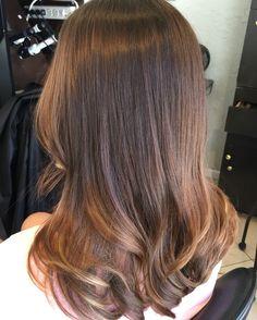 Long layered haircut with soft waves by Maria Fajardo