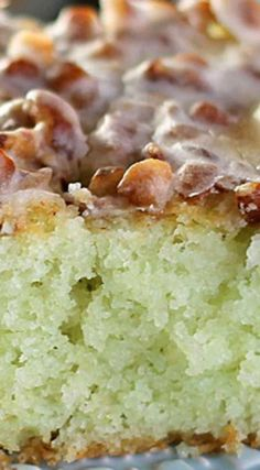 Pistachio Poke Cake ~ Starts with a cake mix so it's super easy and always a crowd pleaser. Topped with pecans and filled with delicious pistachio pudding, this cake is simple yet irresistible - You will be asked for the recipe! Pistachio Pudding Cake, Pistachio Dessert, Pistachio Recipes, Pistachio Muffins, Pudding Poke Cake, Pistachio Cream, Cupcakes, Cupcake Cakes, Poke Cakes