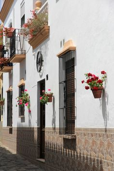 Help you move to a typical Spanish Property in Estepona? http://www.matthewjamesremovalsspain.com/spain/removals-in-estepona/
