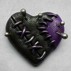 Voodoo love heart brooch in black, purple and silver - up soon! Polymer Clay Figures, Polymer Clay Projects, Polymer Clay Charms, Polymer Clay Art, Diy Clay, Polymer Clay Jewelry, Clay Crafts, Tatoo Heart, Brooches Handmade