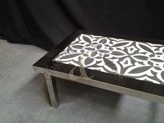 Table basse en inox et carreaux de ciment