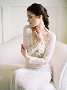 How to Achieve Beautiful Boudoir Photos by Shannon Moffit Photography | Wedding Sparrow