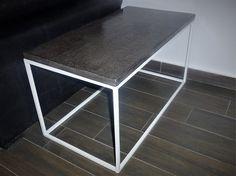 Mesa auxiliar hierro y cemento   Medidas 75 x 39.5 x 40.5 cm (h)   Textura croco.