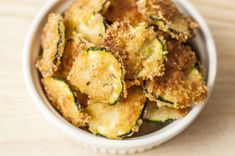 snack recipes Oven Baked Zucchini Chips are only 99 calories per serving. Why hit the vending machine when you can have this yummy superfood snack Zucchini Chips, Bake Zucchini, Weight Watchers Meal Plans, Weight Watchers Snacks, Weight Loss Snacks, Low Calorie Snacks, Healthy Snacks, Healthy Recipes, Healthiest Snacks