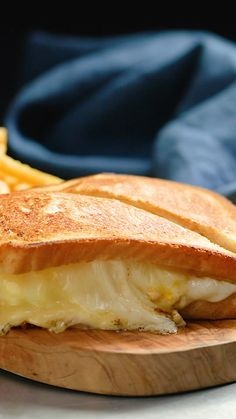 Have you ever just wanted both a cheeseburger and a toastie? Well colour me stoked because that is exactly what we have done. Our simple and easy Cheeseburger Toastie recipe takes two favourites and c Easy Appetizer Recipes, Lunch Recipes, Breakfast Recipes, Cooking Recipes, Dinner Recipes, Easy Meals For Two, Fast Easy Meals, Cheeseburger, Easy Casserole Recipes