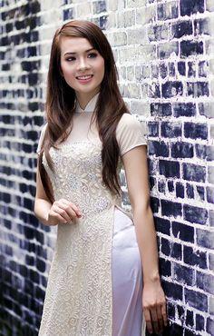 VN beauty ~ Ao Dai Vietnamese Traditional Dress, Vietnamese Dress, Traditional Dresses, Oriental, Portraits, Ecchi Girl, Beautiful Asian Women, Ao Dai, Fall Looks