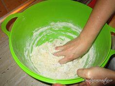 🥇 Reteta paine de casa - Cea mai buna reteta de paine Tupperware, Ice Cream, Mai, Desserts, Food, Essen, No Churn Ice Cream, Tailgate Desserts, Deserts