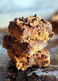 Healthy Pumpkin Chocolate Chip Oat Bars - no flour or butter used in these delicious treats!