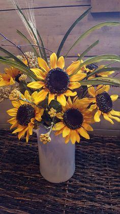 Cut Flower Garden, Flower Planters, Flower Pots, Flower Diy, Diy Flowers, Farmhouse Vases, Rustic Farmhouse, Silk Flower Wreaths, Fall Containers