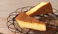 Hierdie lekker melktert vorm sommer sy eie kors en is boonop vinnig om te maak Cream Pie Recipes, Custard Recipes, Tart Recipes, Sweet Recipes, Baking Recipes, Yummy Recipes, Korslose Melktert, Melktert Recipe, Food Network