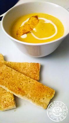Potage au Butternut avec le toast aux parmesans