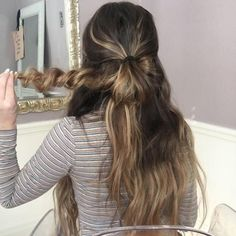 How to Style Long Hair: Beach Waves & Messy Bun – Luxy Hair Blonde Hair Black Girls, Blonde Hair Shades, Blonde Hair Makeup, Cute Hairstyles Updos, Club Hairstyles, Luxy Hair, Extensions, Simple Prom Hair, Blonde Haircuts