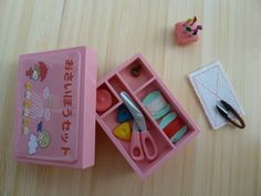 Miniature accessories kit. So cute!