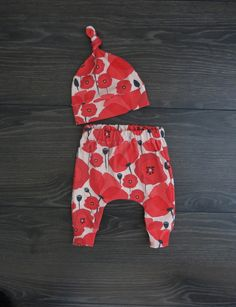 Baby outfit / organic baby clothes / unisex baby outfit / Baby harem pants / Baby gift set / Australian baby clothes / Poppy baby clothes Cute Baby Gifts, Baby Gift Sets, Baby Girl Dresses, Baby Boy Outfits, Baby Easter Outfit, Baby Harem Pants, Brindille, Organic Baby Clothes, Coming Home Outfit