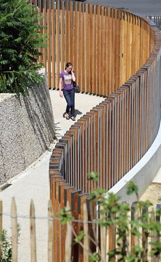Tall wooden fence ParisGainsbourg07 « Landezine Landscape Architecture Works