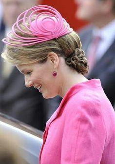 Princess Mathilde of Belgium wore a pink color Natan coat, dress. Types Of Hats, Estilo Real, Millinery Hats, Cocktail Hat, Fancy Hats, Posh Girl, Love Hat, Alberta Ferretti, Hat Making