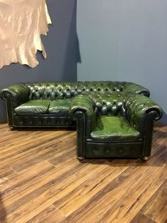 Fine Vintage Rich Green Leather Chesterfield Sofa & Chair