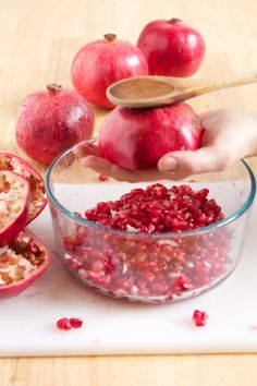 Deseeding a pomegranate in 10 seconds: Pomegranates 101 | I've always avoided pomegranates because they seemed so hard to deal with.
