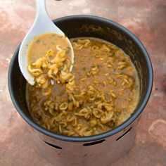 Backcountry Dinner Recipe: Peanut Noodles — Outside Hiking Food, Backpacking Food, Ultralight Backpacking, Hiking Tips, Hiking Gear, Camping Menu, Camping Foods, Camping Stuff, Peanut Noodles