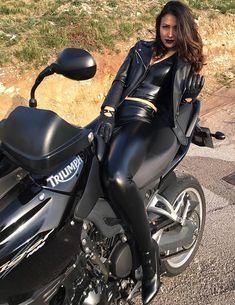 Black Leather Gloves, Biker Leather, Leather Pants, Leder Outfits, Outfits Damen, Lady Biker, Biker Girl, Biker Chick, Leather Dresses