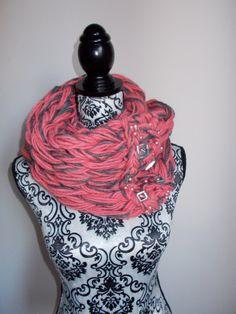 Sciarpa infinity arm knitting  col. fuxia e di Armonieinlilla
