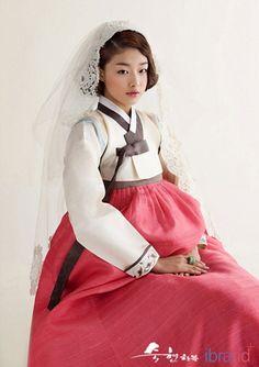 Hanbok, Korean Traditional Dress.. Pooled hanbok, hanbok dress, wedding hanbok…