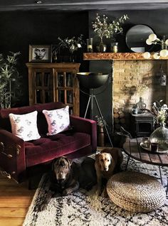47 Extraordinary Black Living Room Designs That Never Go Out Of Fashion - A living room consists of sofa that has 3 seats or the sofa that has 2 seats. This is one of the most common looks of a room. To make it more unique y. Dark Living Rooms, Home Living Room, Living Room Designs, Living Room Decor, Living Spaces, Burgundy Living Room, Deco Cool, Deco Retro, Dark Interiors