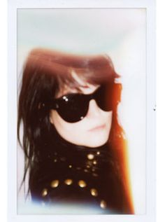 2b7cd64ccd Alison Mosshart in a pair of Linda Farrow sunglasses