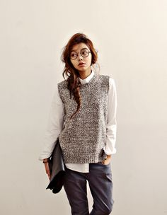 Get fashionable warm during colder days with a sweater vest! Get helpful fashion tips in wearing sweater vests right here! Sweater Vest Outfit, Vest Outfits, Casual Outfits, Fashion Outfits, Fashion 2016, Fall Outfits, Fashion Ideas, Chaleco Casual, Estilo Tomboy