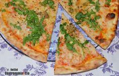 20 recetas de pizzas originales, deliciosas pizzas caseras para sorprender este verano | Gastronomía & Cía Calzone, Italian Cooking, Foie Gras, Pizza Recipes, Vegetable Pizza, Good Food, Pasta, Cheese, Vegetables