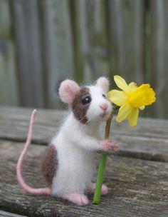 Items similar to Needle Felted Pet Mouse, Custom Poseable Realistic Life Sized on Etsy The Animals, Felt Animals, Baby Animals, Quilled Creations, Pet Mice, Needle Felting Tutorials, Felt Mouse, Cute Mouse, Needle Felted Animals